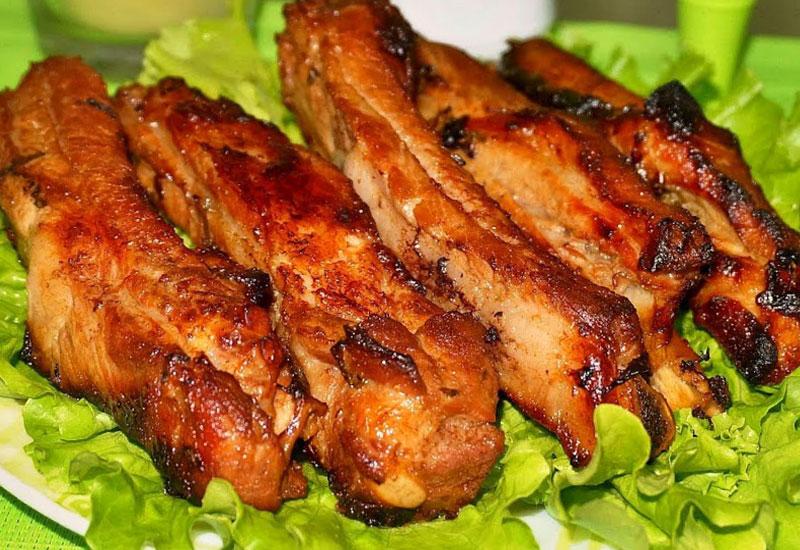 Рецепт свиных ребрышек в духовке с потрясающим вкусом: все дело в особом маринаде