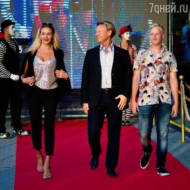 20-летний сын Дмитрия Харатьяна произвел фурор, появившись на кинофестивале