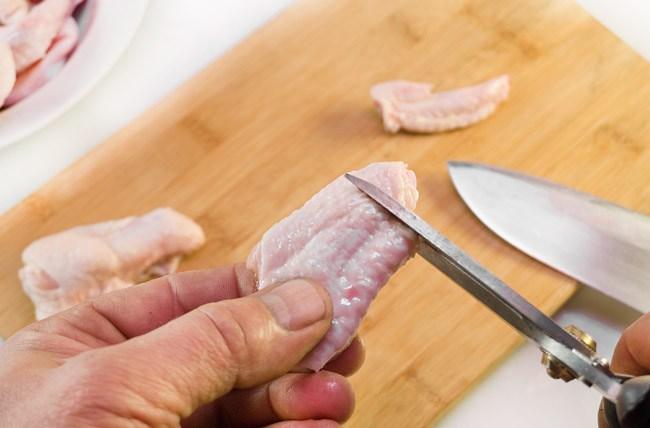 удаление сустава средней части куриного крылышка