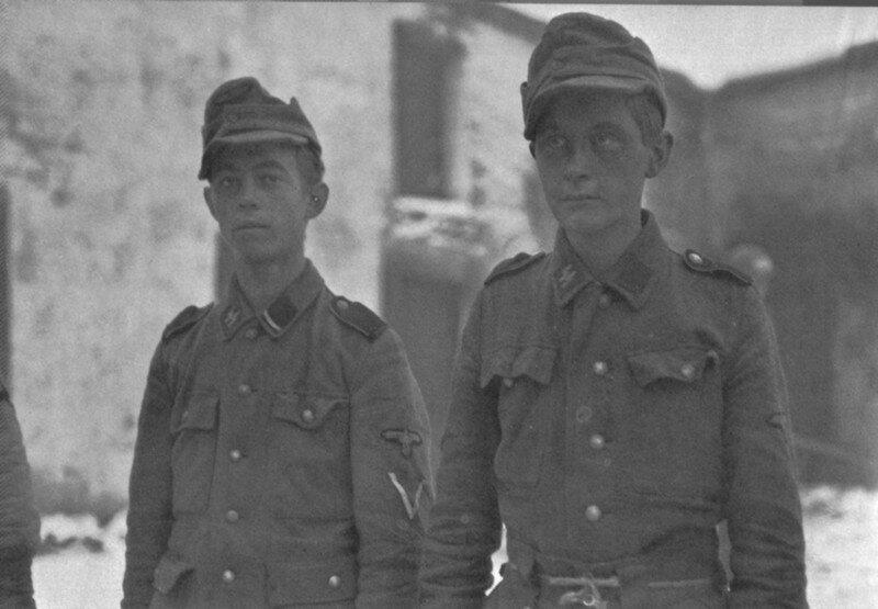 Солдаты 12 танковой дивизии СС Гитлерюгенд. Совсем мальчишки 1945 г. #Фотографии, #история, #факты, .война