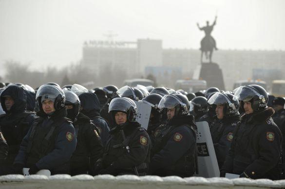 Кто пытается поджечь Казахстан?