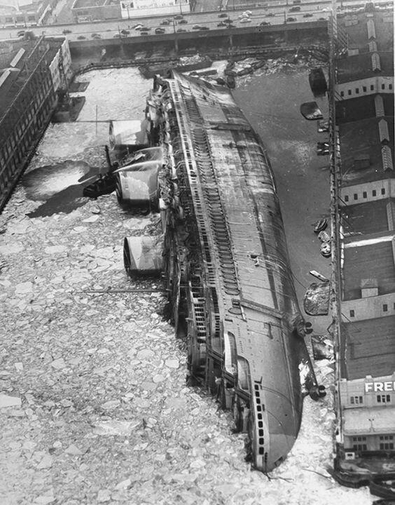 Океанский лайнер «Нормандия» опрокинулся в ледяной реке Гудзон после того, как загорелся жизнь, интересное, корабли, красивые фото, красота, судно