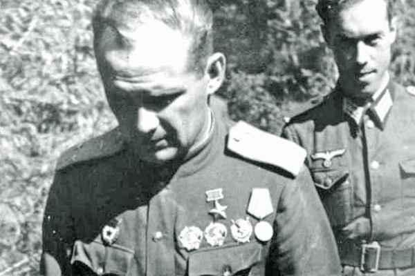 Неудержимый Власов: за что немцы заживо сожгли Героя СССР подвиг