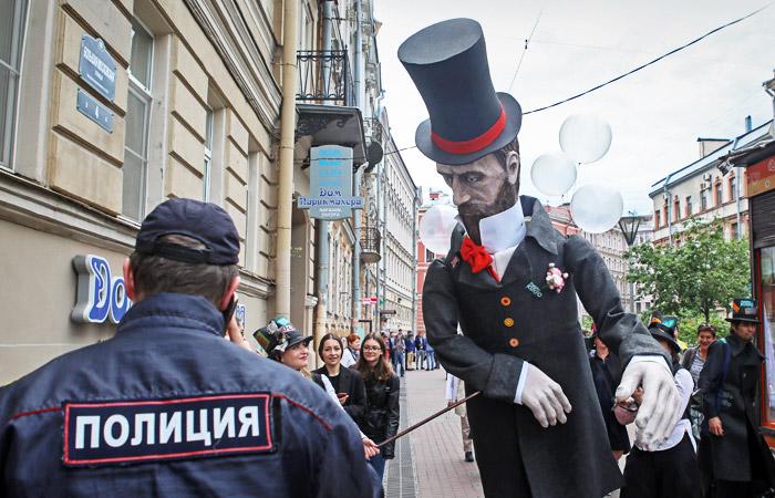 Госдума единогласно одобрила в первом чтении поправки о повышении предельного возраста для полицейских МВД,россия