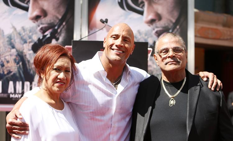 Дуэйн Джонсон попрощался с отцом: легендарный рестлер умер в 75 лет