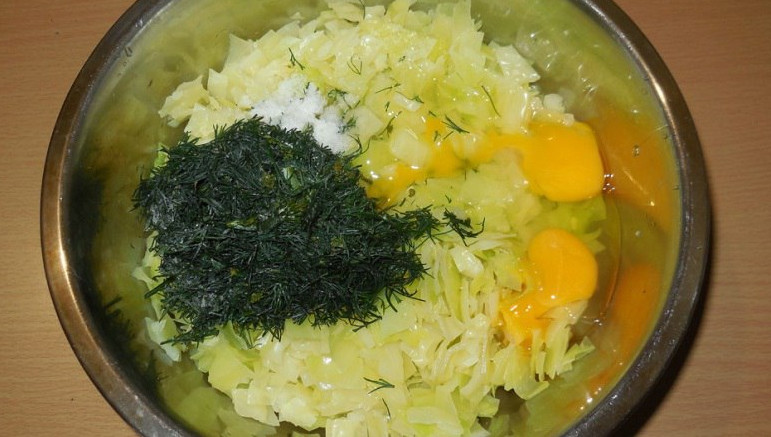 Кочан капусты, мука, яйца и …