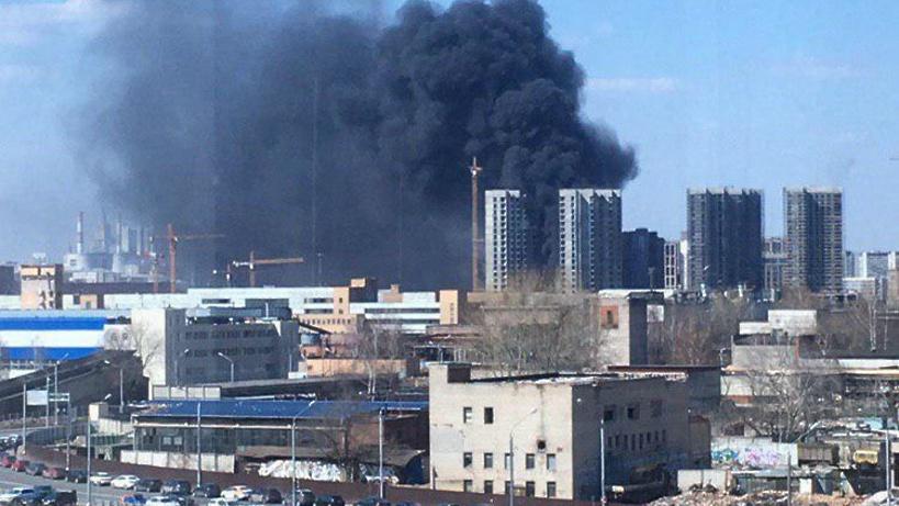 Битум загорелся в строящемся здании на юге Москвы