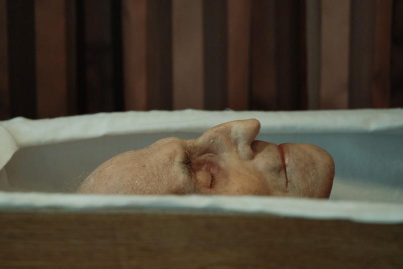 Когда этот мужчина умер в доме престарелых, медсестры нашли то, что в корне изменило их жизни.