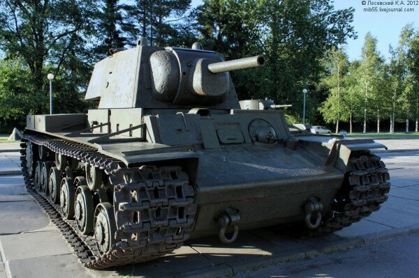 Теперь по поводу мифа, что завод не эвакуировался и производил дальше технику сотнями танков. Великая Отечественная война, вранье, история, ленинград, мифы, сми