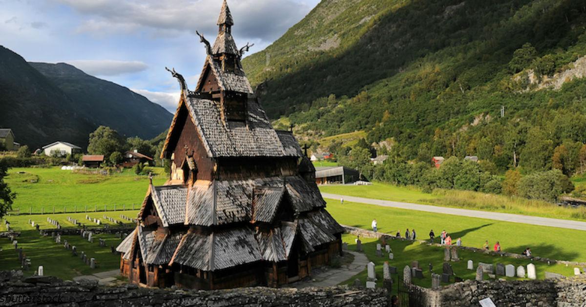 Вот ÑƒÐ½Ð¸ÐºÐ°Ð»ÑŒÐ½Ð°Ñ ÑÑ'Ð°Ñ€Ð¸Ð½Ð½Ð°Ñ Ñ†ÐµÑ€ÐºÐ¾Ð²ÑŒ в Ðорвегии, в которую ходили и хриÑтиане, и Ñзычники