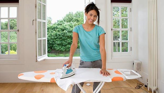 Варианты творческого применения гладильной доски в интерьере дома
