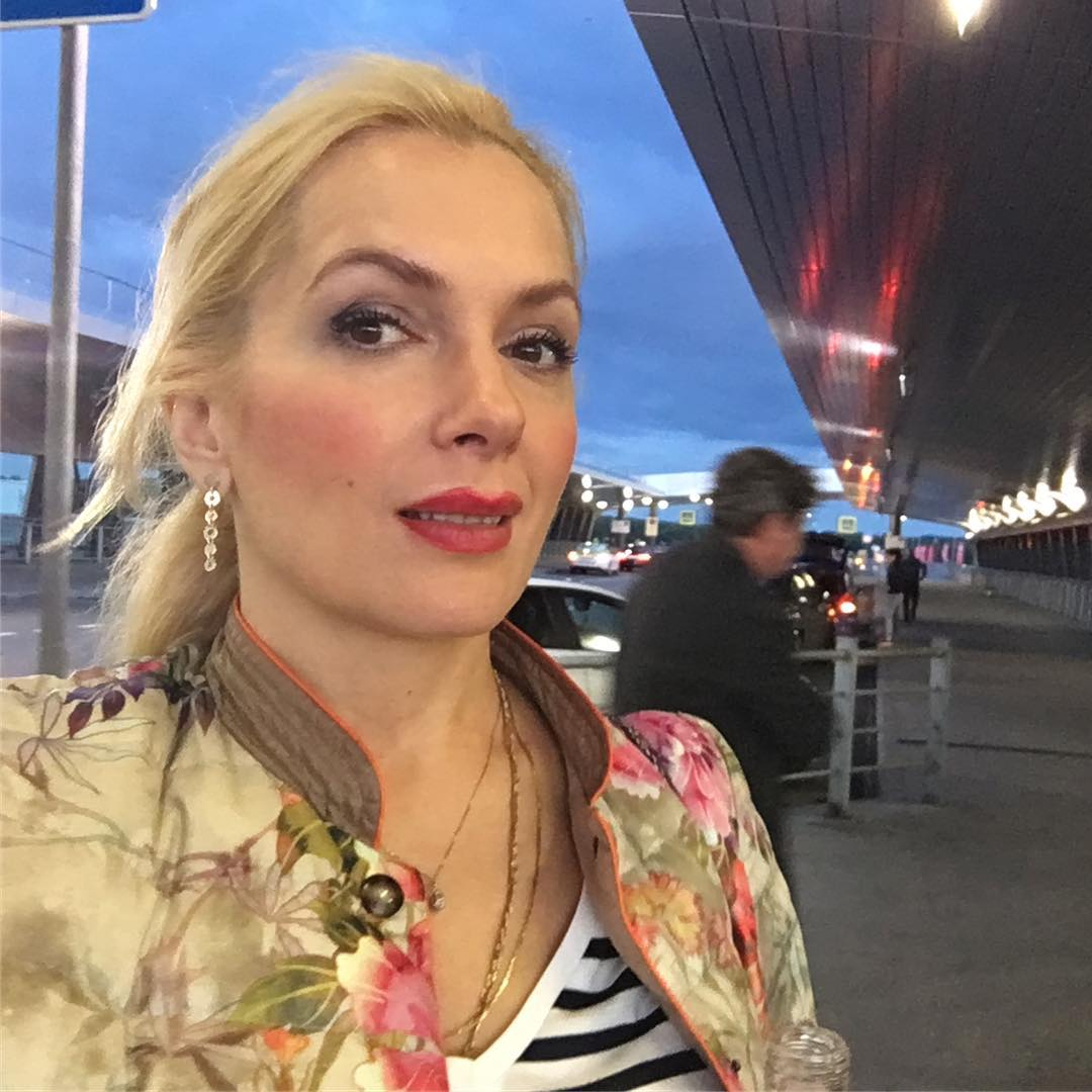 Беременная Мария Порошина показала особняк, в котором живёт выехав из России