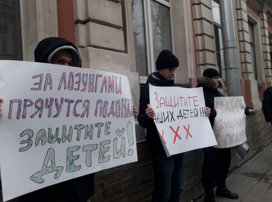 Соратница Навального покинула Россию из-за связи с 14-летним подростком