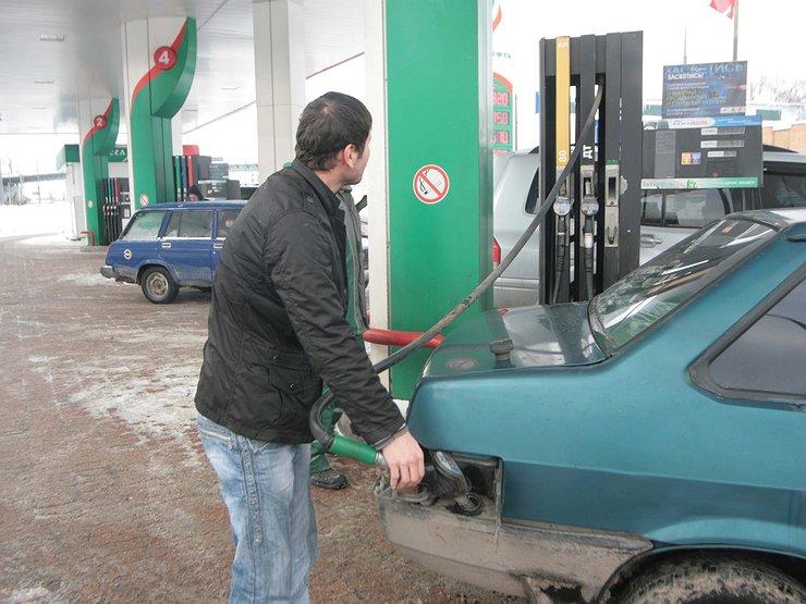 Гигантские очереди за бензином на АЗС появятся уже в апреле.