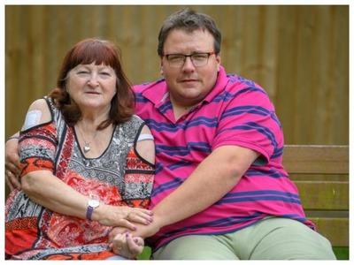 Ей был 51 год, а ему 17, но это не помешало им пожениться: как живет нестандартная пара спустя 18 лет возрасте, Джейм, Линда, влюбленные, вместе, Линде, Джейму, разницей, другу, счастливы, парня, годится, матери, httpsyoutube1K7jp8e_jqsГоворят, друзья, дразнили, бабушек, Когда, появлялись, улице
