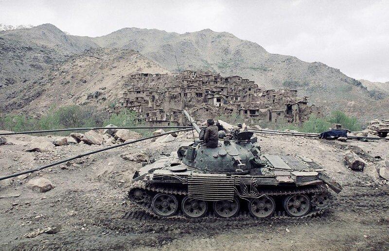 Советский танк у деревни Саланг, Афганистан, середина 1980-х годов. история, ретро, фото