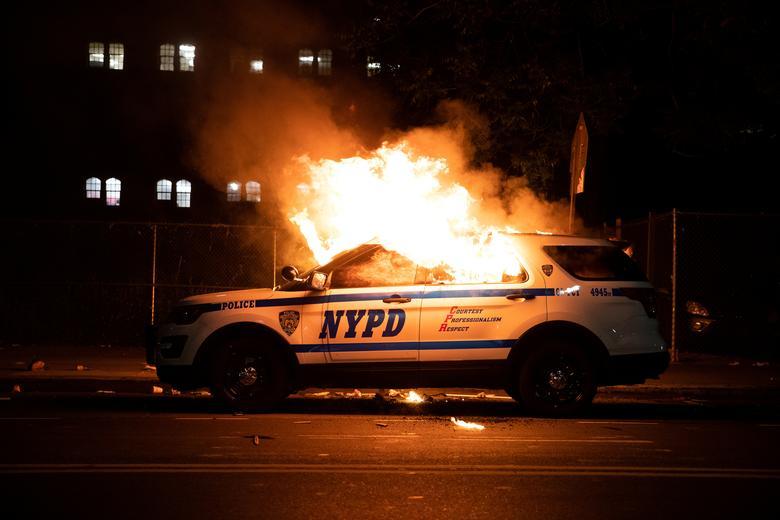 Америка в огне массовых протестов