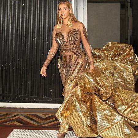 В сети обсуждают «золотой» наряд Бейонсе