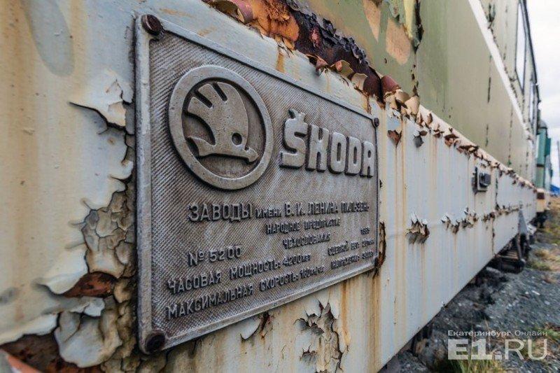 Пассажирский односекционный шестиосный электровоз постоянного тока ЧС2 выпускался с 1958 по 1973 год на заводе Skoda в Чехословакии. история, поезда, раритет, ржд