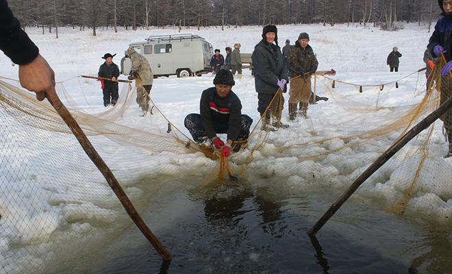 Рыбалка в речных ямах Крайнего Севера: ханты показали как добывают еду при минус 50 Культура