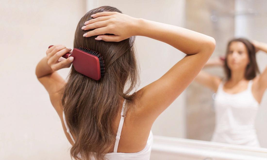 Фен меньше травмирует волосы, чем полотенце