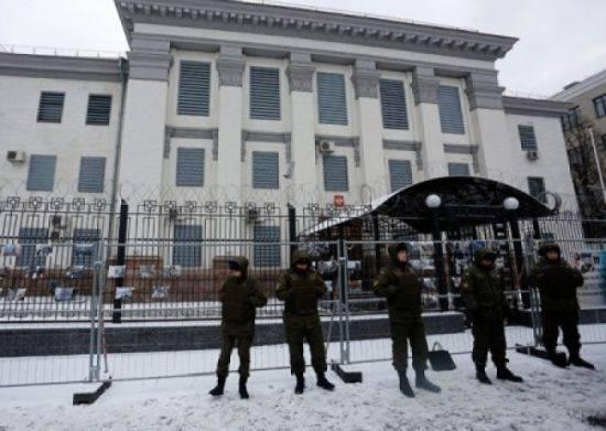 Украинские боевики заблокировали российские дипредставительства