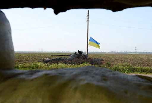 Украинские силовики обстреляли автомобили ОБСЕ и МЧС ДНР