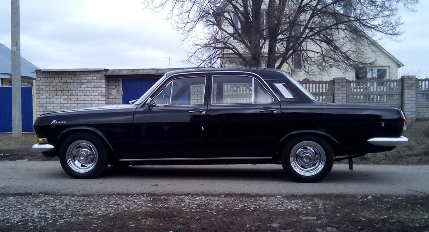 В музее в Новосибирске выставили легендарную черную «Волгу» 1976 года выпуска Автомобили