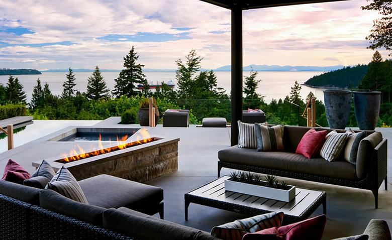 Престижный дом с видом на море в Ванкувере