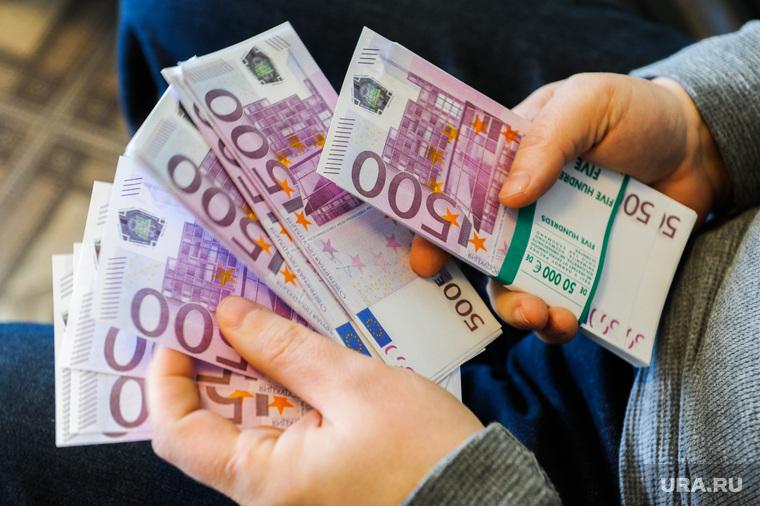 Россиянки раскрыли, какой доход должен быть у «настоящих мужчин»