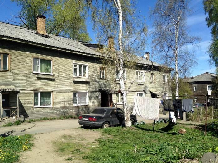 Сегодня некоторые бараки по-прежнему заселены, хотя эти здания давно отслужили свое. Город Петрозаводск./Фото: pavelmoiseenko.ru