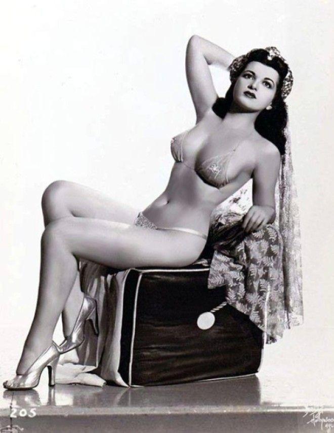 Без силикона и подтяжек: идеальная красота королевы бурлеска Шерри Бриттон