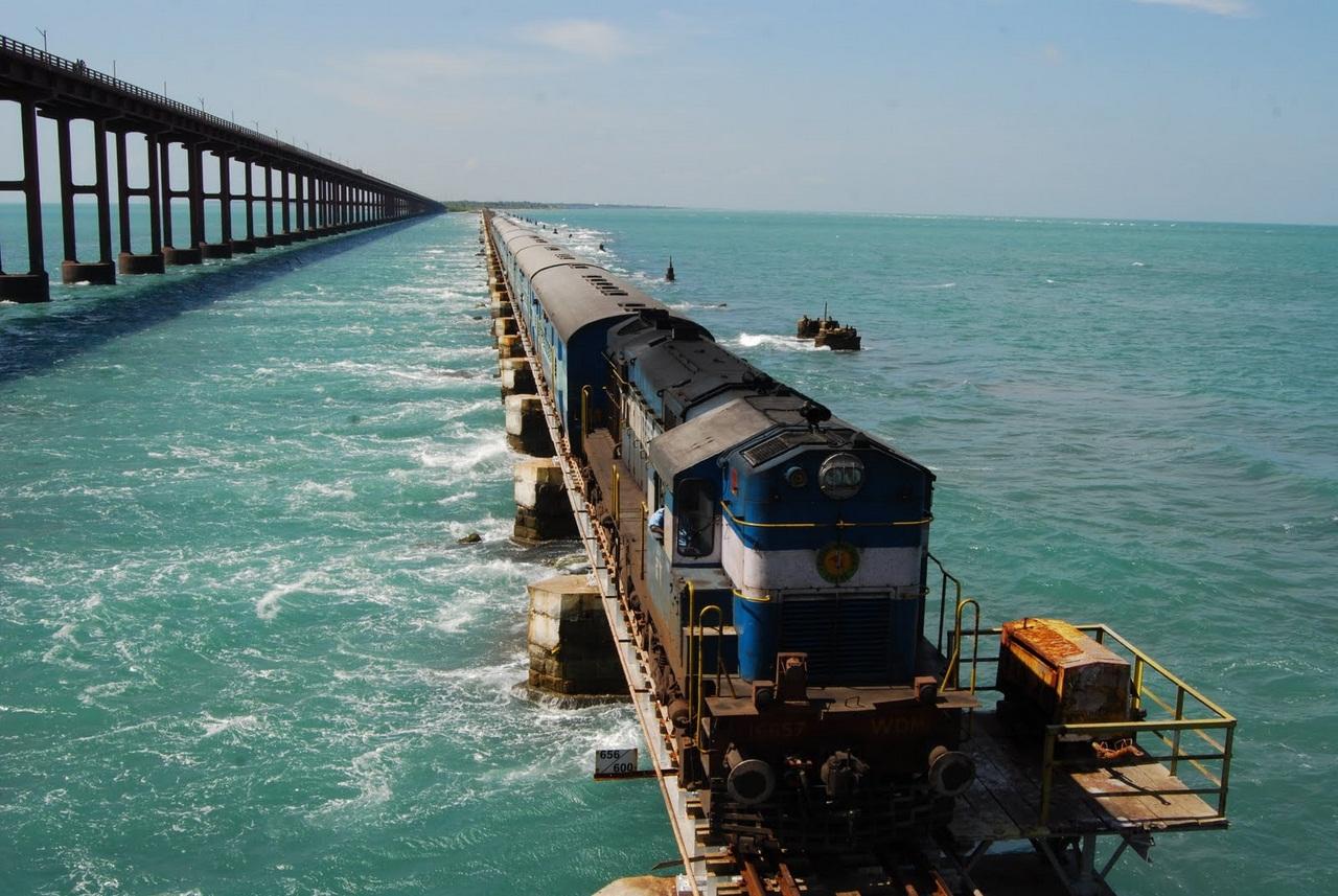 Смешная картинка поезд на море, зима снег смешные