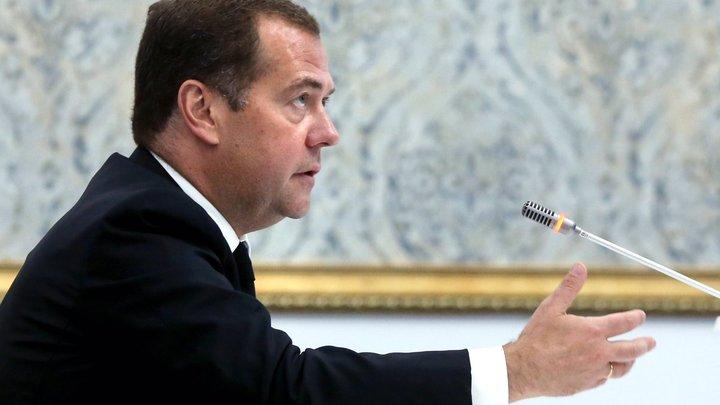 «Решение принято»: Медведев пригрозил России масштабной диспансеризацией?