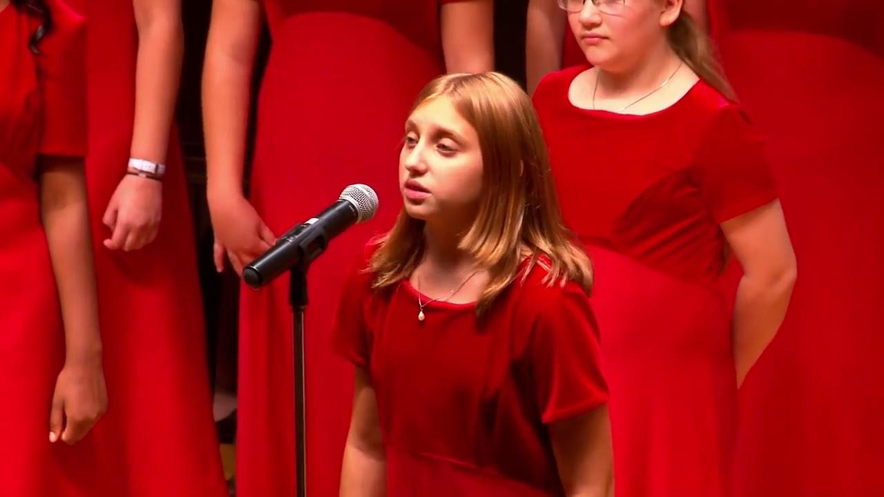 """Американский хор исполняет песню """"Прекрасное далеко"""" видео"""