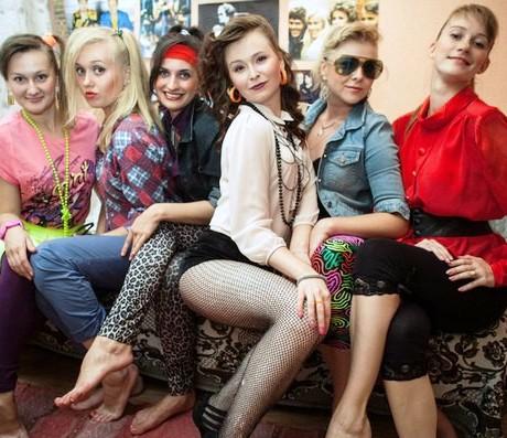 Девочки, которые пережили 90-е — не надо их осуждать за ботоксы и прочее, это все для себя, не для мужчин...