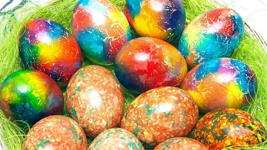 Мраморные и радужные яйца. Красивое украшение пасхального стола