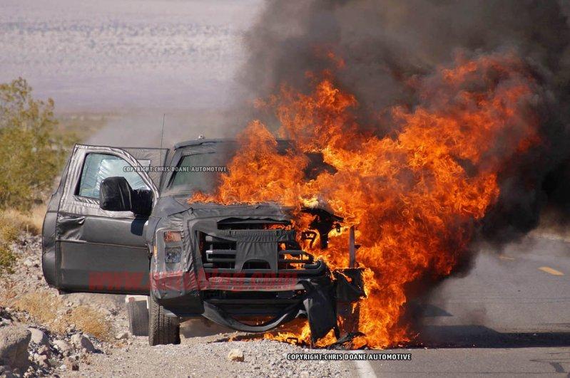 Во время тестов полностью сгорел пикап Ford