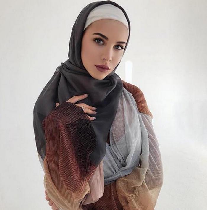 Решетову обвинили в оскорблении чувств верующих. Невеста Тимати в хиджабе показала грудь