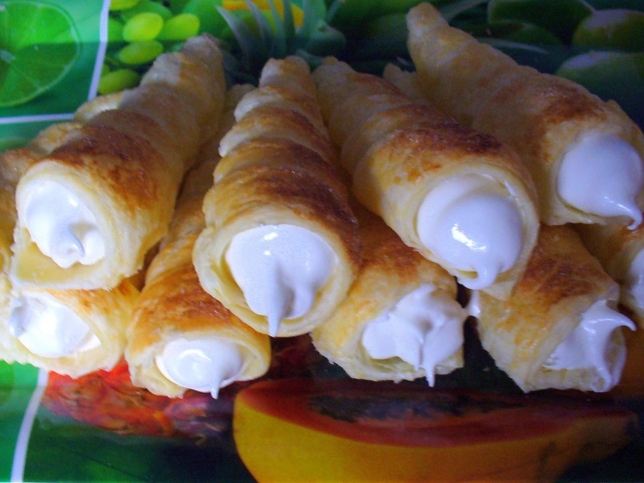 Трубочки  из слоённого теста с заварным белковым кремом. Фото-рецепт. Olga Dell