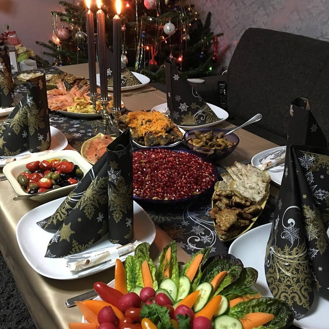 Фото новогоднего стола с блюдами