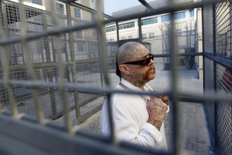 На сегодня во всем мире смертной казни ожидают более 20.000 человек, многие из которых осуждены в возрасте до 18-ти лет Смертная казнь, споры, факты, цифры
