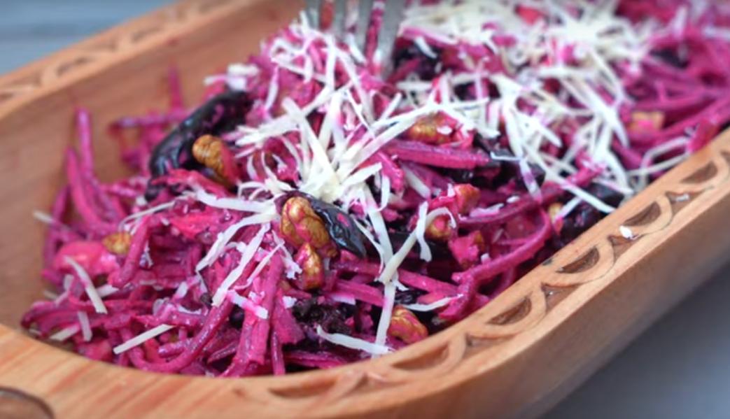 Салат из свеклы — простой и  потрясающе вкусный