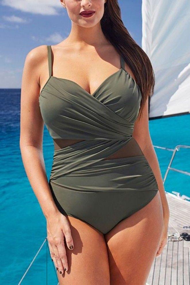 Стилисты назвали 20 самых стильных моделей купальников 2019 года