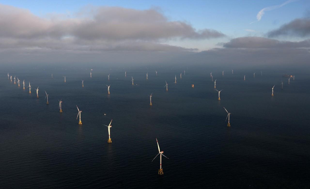 Ветряная электростанция Amrumbank West в Северном море(4 фото)