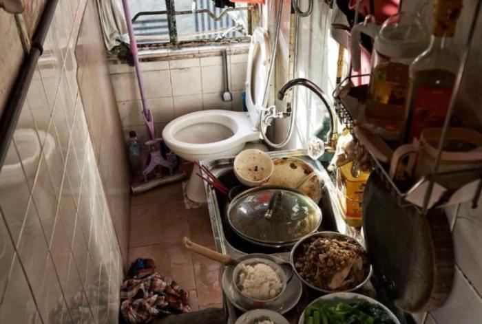 Не квартира, а сплошное недоразумение: друг побывал в Гонконге и показал, как люди -живут- в двухметровых контейнерах