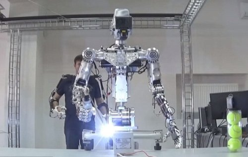 Россия планирует отправить на космическую станцию собственного робота Т-101