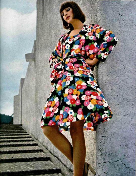 Платье с цветами никогда не надоедает и идёт всем без исключения.
