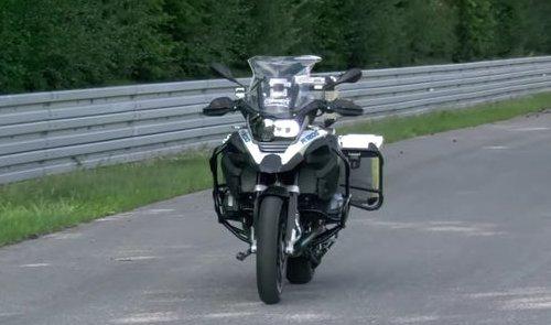 BMW R1200GS - первый беспилотный мотоцикл-робот выходит на испытательную трассу