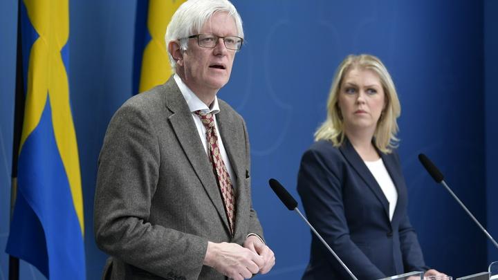 Очередное пробитие коронадна: Шведские власти запретили врачам носить маски